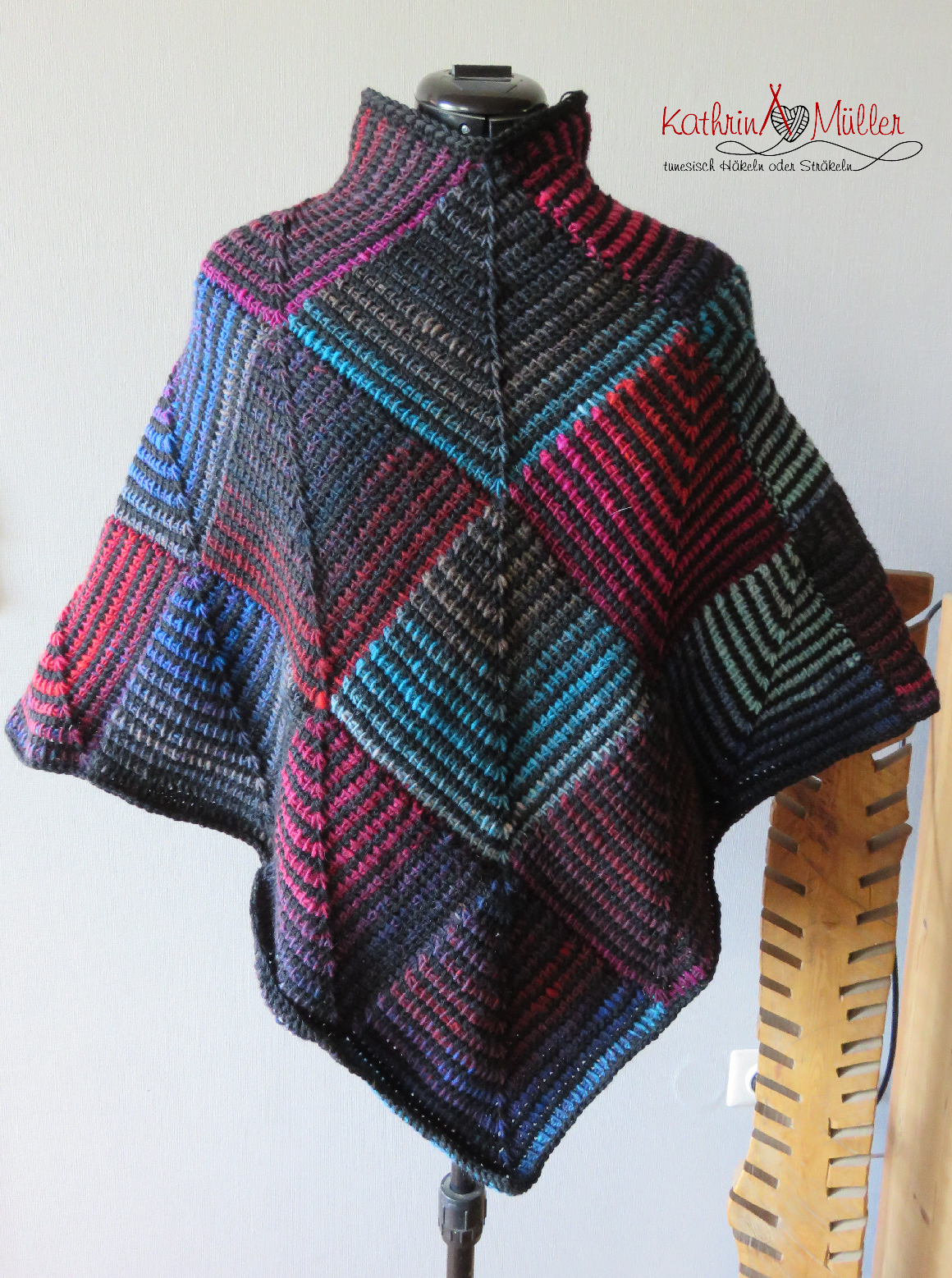 bunter Poncho aus Patches